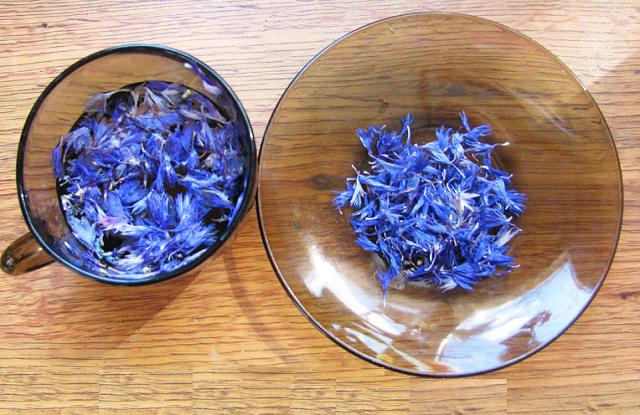 Настойку из цветков васильков