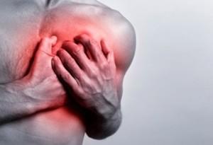 Болит в грудине