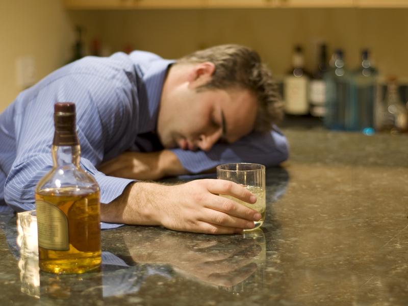 Как выйти с запоя с помощью водки